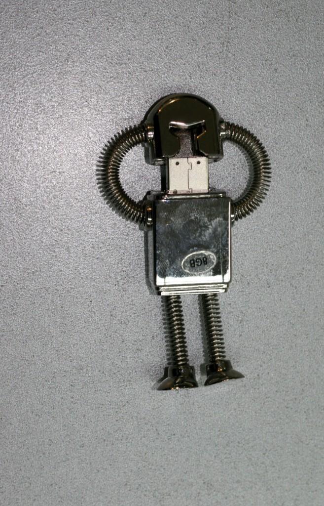 Робот, 8 GB